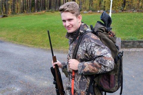 PÅ EGEN HÅND: - Jeg kjenner på spenninga, sier Henrik Kildahl Eriksen (18) foran årets elgjakt.