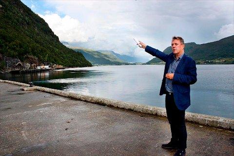 VIL IKKE KOMMENTERE: Tromsø-ordfører Gunnar Wilhelmsen eier nesten halvparten av den gamle marinebasen Olavsvern. Nå skal Forsvaret tilbake. Uten at ordføreren vil avsløre om han selger seg ut eller ikke.