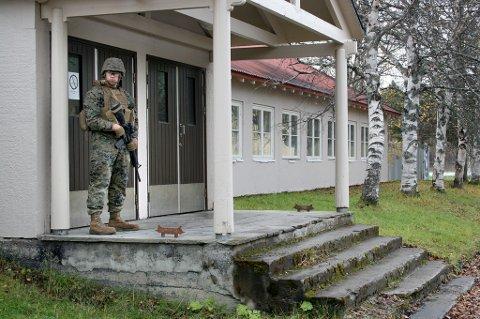 EGEN LEIR: De amerikanske soldatene holder til i gamle kaserner i en egen del av Setermoen leir. Dette bildet ble tatt da den første kontingenten med US Marines rykket inn i oktober 2018.