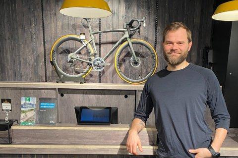 PUNGER UT: Tromsøværinger betaler store summer for de elektriske fremkomstmidlene. På bildet: Geir Arne Johansen.