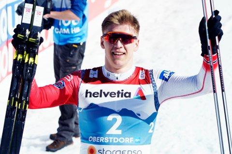 JUBELGUTT: Erik Valnes gikk inn til sølv under finalen i sprint for menn under VM på ski i Oberstdorf torsdag.