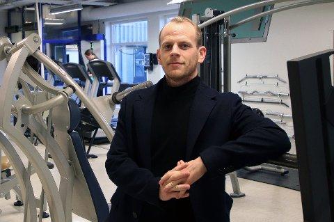 STENGER ALT: Feel24-eier Mats Ola Martinsen velger å stenge ned alle treningssentrene til kjeden i Tromsø, etter at fire medlemmer som har vært innom tre forskjellige sentre i løpet av den siste uken har fått påvist koronasmitte.