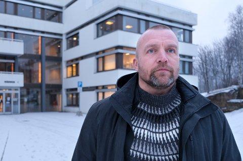 TILFELDIGHETER: Kommuneoverlege Aslak Hovda Lien mener Senja og Sørreisa har vært heldige som har unngått større smitteutbrudd til nå.