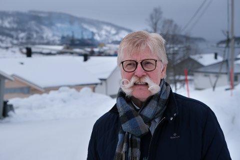 LUKTET GASS: Bussjåfør Ole Roger Storås i Finnfjordbotn luktet gass da han hentet ut en buss tidlig mandag morgen.