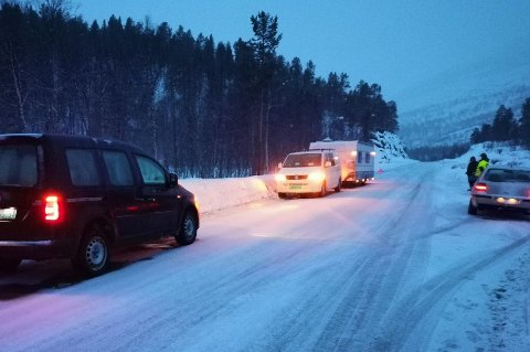 KOM UNDER VOGNA: Ulykken skjedde ved krysset E6/Burfjorddalen.