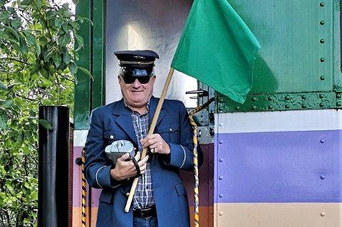 JERNBANEMANN: Forretningsmann og tidligere flykaptein Ola Giæver jr. har skiftet til toguniform.
