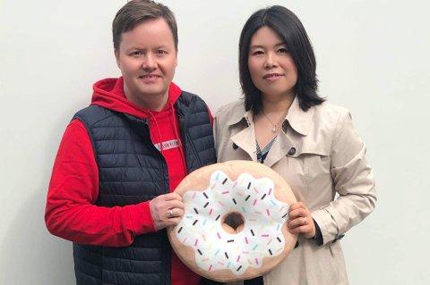 SMULTRINGPAR: Gøran Henriksen og Jie Bai starter nytt firma med søtt innhold.