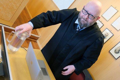 FORTJENER RABATT: Advokat Bjørn Morten Litveit Hansen mener sjåføren oppklarte saken, og at han bør får en større strafferabatt.