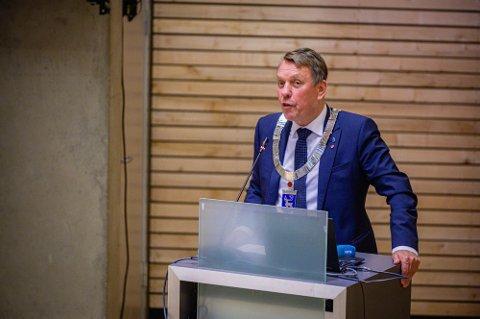 NYE TALETIDER: Etter at kommunestyremøtene flere ganger har trukket ut i tid, ber ordfører Gunnar Wilhelmsen (Ap) gruppelederne diskutere andre løsninger for taletid.
