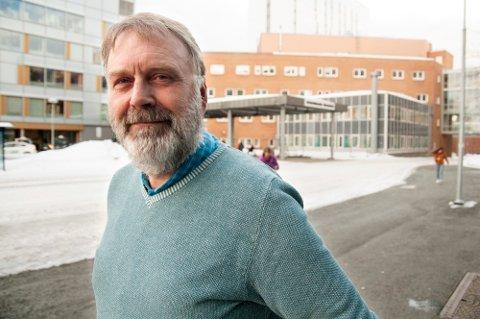 NY DIREKTØR: Magne Nicolaisen gikk fra stillinga som samhandlingsleder ved UNN til å bli ny avdelingsdirektør for helse og omsorg i Tromsø kommune i september i fjor. Foto: Jørn Normann Pedersen