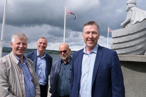 BLIR STØRRE: Senjarederiet er på offensiven, noe eier Trond Berntsen (t.v.), ordfører Tom-Rune Eliseussen, eier Oddvar Nes og styreleder Ole-Martin Lund Andreassen er veldig godt fornøyde med.