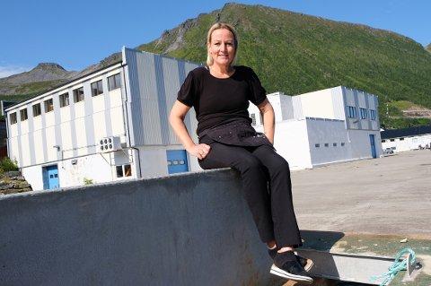 KJØPTE ALT: Camilla Hovelsen har blitt stolt eier av det nedlagte fiskebruket i bygda. Det vil hun gjøre om til reiselivsanlegget Segla Brygge.