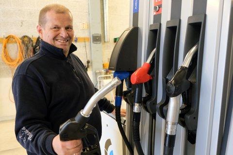 BILLIG: Arild Rognli tror alle mann vil til pumpene når de får vite dieselprisen.