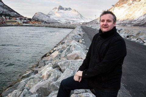 FESTSTEMT: Gammelordfører Fred Flakstad lover fest i Gryllefjord til helga etter at det ble klart at det skal bygges ny skole i bygda..