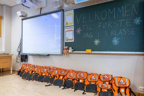 SPRER SEG: Koronaviruset har blitt et mye større problem etter skolestart enn det nasjonale smittevernmyndigheter og regjeringen trodde. Dette bildet ble tatt ved skolestart i Tromsø forrige mandag.