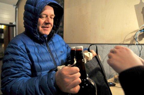 - BYENS BESTE: Klar tale fra Helge Hole, som er blitt stamkunde hos Graff Brygghus.