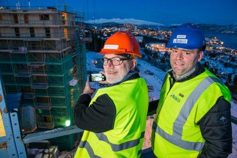 John-Oskar Nyvoll (Econor) og Hans Petter Kvaal (Studentsamskipnaden) på nybyggene som skal huse 250 studenter.
