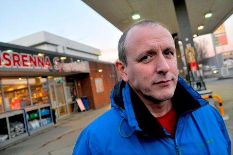 LIVSVERKET PÅ SPILL: I 13 år har Trond Børge Midtgård (51) drevet bensinstasjon og storkiosk på Isrenna. Da han sa opp leveringsavtalen med Statoil Fuel & Retail, ble det søksmål.