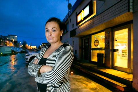 TRIST: Daglig leder Lisa Kibsgård Nicolaisen (29) synes det er trist og vemodig å legge ned familiebedriften etter nesten seks års drift. – Vi har lagt ned mye arbeid her. Det er sterke følelser knyttet til dette, sier hun.