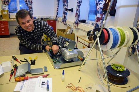 Daglig leder Lars Hansen grunnla selv selskapet ble i Stavanger i 2003 og i 2010 flyttet han bedriften til hjembygda. Nå er de to ansatte. Foto: Inge Bjørn Hansen