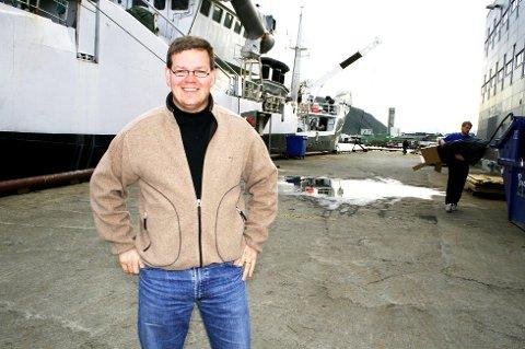 Mens offshorebransjen sliter og skip etter skip havner i opplag, har tromsøfirmaet Kræmer Maritime klar å skyte en gullfugl.  De får fra i sommer kontrakten på leveranse av proviant og tjenester til rederiet Eidesvik.  Eidesvik har 26 skip og 700 ansatte, og er stor innen både supply, seismikk og subsea.  - Kontrakten er av betydelig størrelse over kontraktsperioden, slår Kræmer Maritime fast i en pressemelding.    - For oss er det en stor anerkjennelse at vi kan levere de beste løsninger og produkter og vinne med konkurransedyktige priser, sier Salgssjef Fredrik Nilsen i Kraemer Maritime AS. Kræmer har satset på å utvikle avanserte digitale systemer for service og leveranse. Adm.dir Kay Hugo Hanssen tror dette har vært viktig for å vinne frem.    - I Norge er Eidesvik langt framme på å ta i bruk ny teknologi og digitalisering, noe som bidrar til å optimalisere samarbeidet, sier adm.dir Kay Hugo Hanssen i Kraemer Maritime AS.