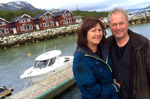 Marit Mydland og Vidleiv Johansen på reiselivsanlegget rett utenfor Troomsø. Foto: Rune Endresen