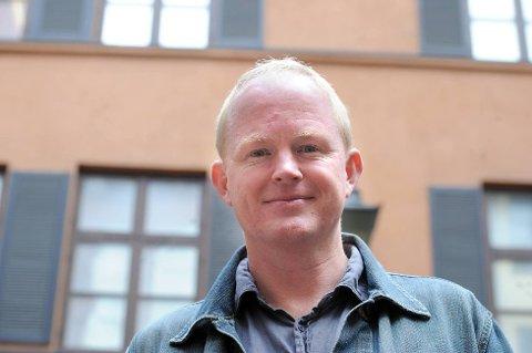 Leder i Naturvernforbundet, Lars Haltbrekken, er ikke nådig mot beslutningen om å bygge tre nye kraftverk i Ullsfjord i Tromsø.
