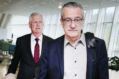 Ankommer: T.h Boris Benulic ankommer retten. Bak: forsvarer Hans Strandberg. Foto: Torgrim Rath Olsen.