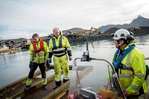 PÅ KAIA: Oppdraget denne gang er i Vest-Lofoten på Napp. Her har Kystverket er mudringsprosjekt der Dykkerkompaniet er underleverandør.