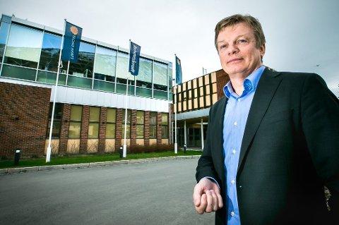 Semming Semmingsen, konsernsjef i Troms Kraft, utenfor hovedkontoret på Tomasjord – som også er til salgs.