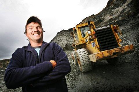 SELGER: Elnar Johansen selger Arctic Pukk & Grus