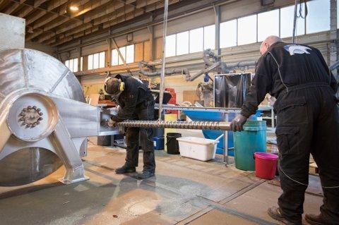 Clusteret i Svolvær: Lofoten Hydraulikk har en betydelig egenproduksjon i verkstedhallene sine. I Svolvær er de del av et cluster med mekaniske bedrifter og verft.
