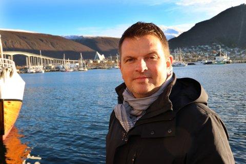 ROLIGERE DAGER: Kristian Høydal trenger ikke lenger å ha kontroll på mobiltelefonen 24 timer i døgnet.