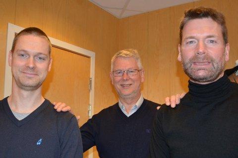 ARVINGENE: Per Strand sammen med to av sønnene, Per-Inge og Kjetil. Alle fire sønnene jobber i dag innefor Strand-gruppen. Foto: Espen Bless Stenberg