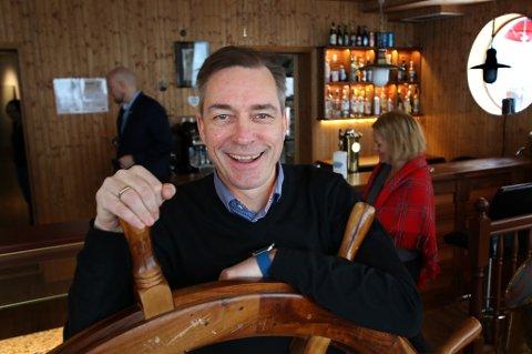 MINISTER: Frank Bakke-Jensen har selv vært blant pionerene i nordnorsk vinterturisme. Nå vil han hjelpe nye aktører opp og frem.