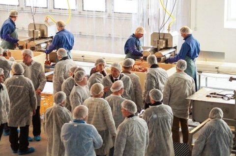 Seagourmet Finnmark har latviske eiere og startet krabbefabrikk i Båtsfjord. Nå står produksjonen stille fordi rederiet som leverte krabbe ikke får bruke sine EU-tillatelser.