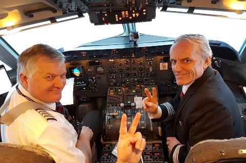 LEGGER NED: Ola Giæver jr og Stig Thuv sitter her i cockpiten på FlyVikings  jomfrutur mellom Tromsø og Hammerfest. Den 12. januar legger selskapet ned.