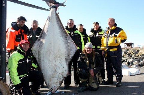 Gir haill god fiskelykke? Det vil forsker og overlege Torunn Christiansen finne ut. Bildet er av tyske fisketurister ved Torsvåg. Det vites ikke hvordan det stod til med haill før fangsten.