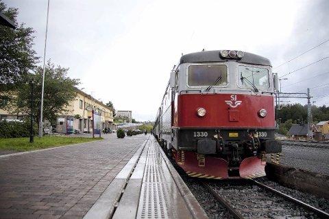 RASKT TIL NARVIK: En togtur fra Tromsø til Narvik vil bare ta 1 time og 30 minutter, i følge utredningen av Nord-Norgebanen. Utgangspunktet er en toghastighet på 200 km/t. Jernbanedirektør Kirsti Slotsvik mener Tromsbanen er mest realistisk.