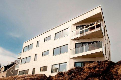 UENIGE: Solligården Eiendomsutvikling og Fredrik Nordmo er uenige om sistnevntes aktiviteter i toppetasjen i Mellomvegen 39 på Tromsøya.  Foto:  Jørn Normann Pedersen
