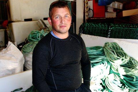HAR STOPPET OPP: Tromsø-fiskeren Fred-Anton Strand opplever at været så langt har gjort fiske mer usikker, enn korona. Men nå merker fiskerne at eksporten av ferskfisk har stoppet opp, mens salt fisk går bra.