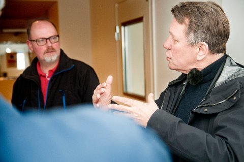 FORBEREDER MASSETESTING: Per Harald Korsmo, leder for koronasenteret i Tromsø kommune, har planene klare dersom koronasmitten for alvor bryter ut i Tromsø igjen. Dette bilde ble tatt av Korsmo og ordfører Gunnar Wilhelmsen på koronasenteret i april.