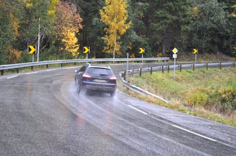 Bomtakstene på Fylkesveg 34 økes fra 27 til 32 kroner for lette kjøretøy, og fra 54 til 64 kroner for tunge kjøretøy, gjeldende fra 1. januar 2016.