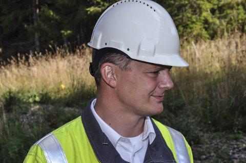 SAMFERDSELSMINISTER: Frp-statsråd Ketil Solvik-Olsen er ikke enig i at godstrafikken skal fjernes fra Gjøvikbanen. En av årsakene er at Oslotunnelen er overbelastet.Foto: Terje Nilsen