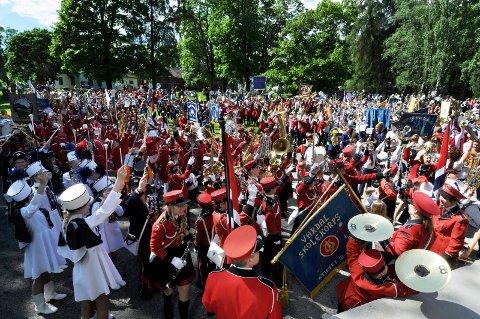 MJØSFESTIVALEN: Lørdag og søndag vil mange av landets korpsmusikere sette sitt preg på Gjøvik. Her fra  åpningen av fjorårets Mjøsfestival på Gjøvik gård.