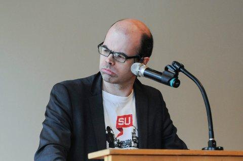 HØYST LEVENDE: Historiker, forfatter og politiker Hans Olav Lahlum er av den oppfatning av 1. mai fortsatt er en relevant dag for mange.