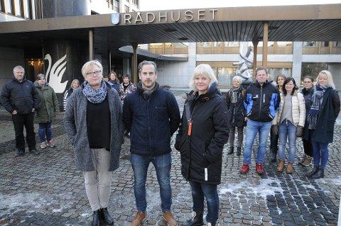 KLAGDE: Kjersti Sørum (foran t.h), Terje Engsveen, Berit Rydland og de øvrige styrerne i de private barnehagene vant fram i klagesaken. (ARKIVBILDE)