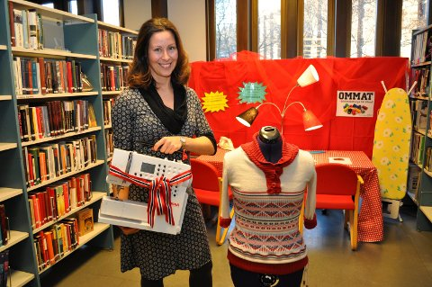 NYTT TILBUD: Gjøvik bibliotek har fått støtte fra Oppland fylkeskommune til å kjøpe inn tre symaskiner. Maskinene venter på å bli brukt.