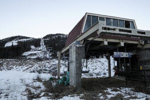 IKKE LØNNSOM: Denne stolheisen i Raudalen vest for Beitostølen går for sakte, mangler snøproduksjon og blir lite brukt.