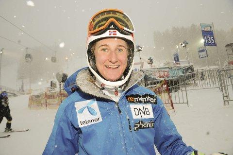 I PERLEHUMØR: Maren Skjøld lot seg ikke affisere av det store snøfallet i Semmering, men gleder seg voldsomt til å kjøre verdenscup torsdag. Foto: Knut Befring